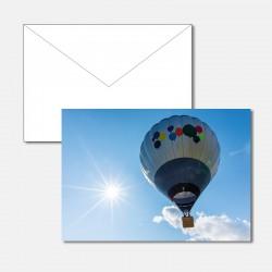 Heissluftballon im Gegenlicht